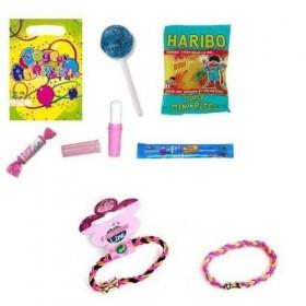 Sachet de fête garni avec un cadeau et des bonbons