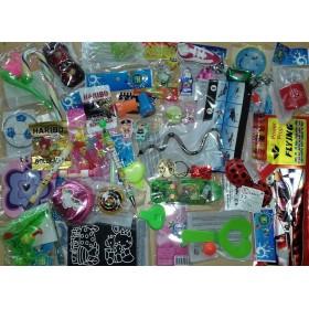 Lot de 40 jouets et bonbons