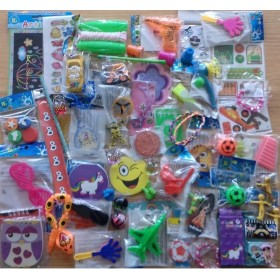 Lot de 65 jouets- vente en lot kermesse